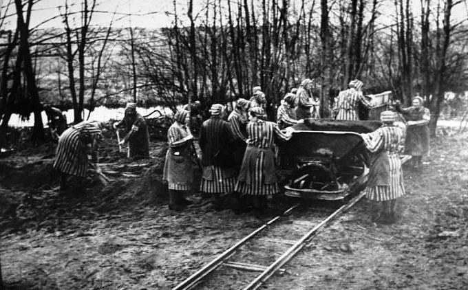 Ženské vězeňské pracovní komando, koncentrační tábor Ravensbrück.