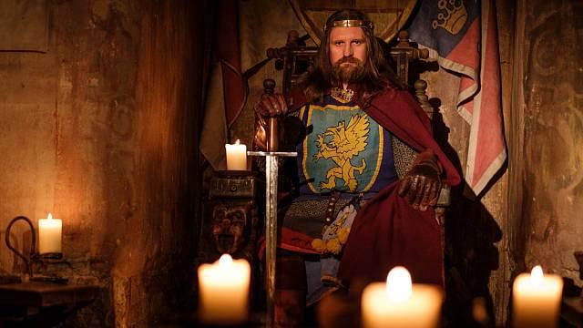 O středověkých panovnících se traduje, že s oblibou využívali práva první noci.