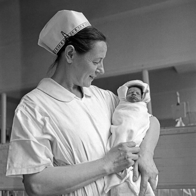 Porody v minulosti byly pro ženy utrpením.