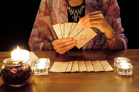 Vyložit si karty zvládnete sami.