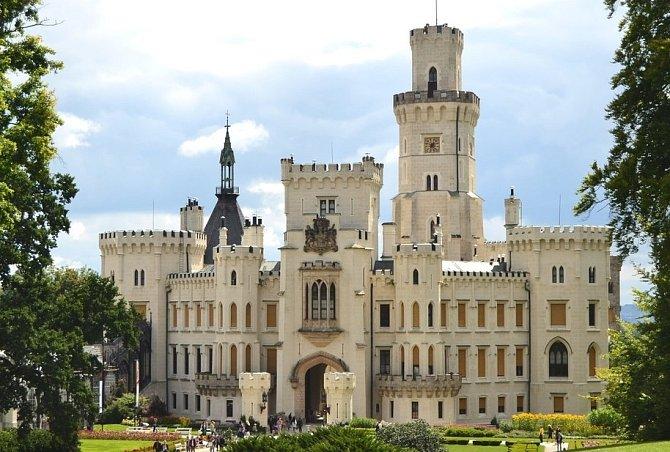 Pyšná princezna se natáčela na krásném zámku Hluboká, postaveném ve stylu anglické gotiky.