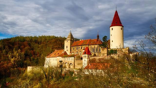 Mezi Berounem a Rakovníkem se nachází rozsáhlý hrad, který obklopují hluboké lesy