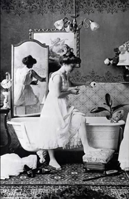 Ženy nevstupovaly nahé ani do vany.