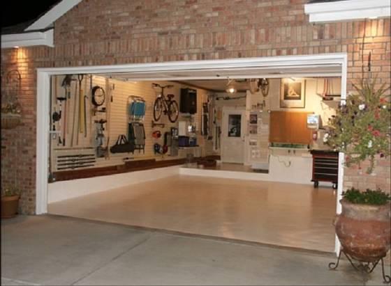 Do takové garáže může nahlédnout i návštěva.