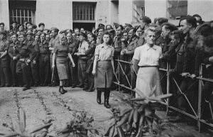 Sadistické dozorkyně z Ravensbrücku ve vězení před soudním procesem.