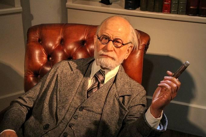 Sigmund Freud ve vídeňském muzeu voskových figurín