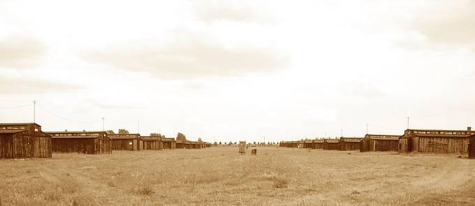 Koncentrační tábor Majdanek. O jeho zřízení rozhodl H. Himmler při své návštěvě města koncem července 1941. Tábor, obecně zvaný Majdanek, byl vybudován na jihovýchodním okraji města Lublinu.