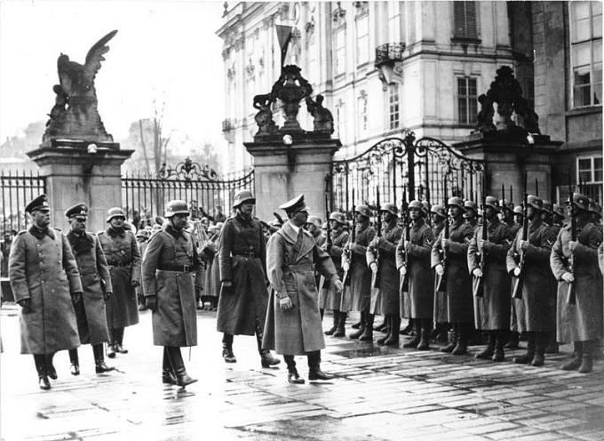 Jelínek neblaze proslul nejen podvody, ale také kolaborací s nacisty.