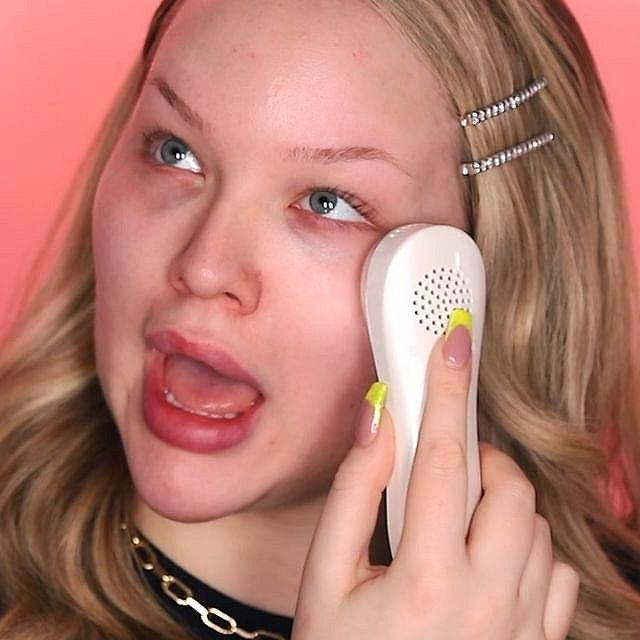 Nikkie točí velmi úspěšné tutoriály o líčení a kosmetice.