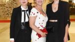 Alena Mihulová s dcerou a její přítelkyní
