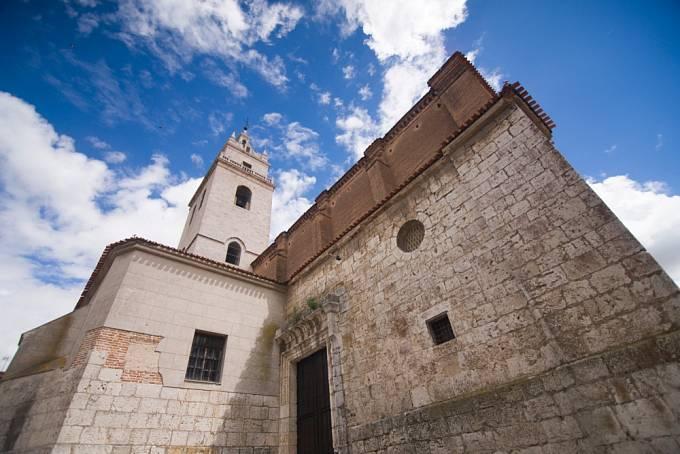 Zámek v Tordesillas, kde Johana Šílená dožívala, zamčená v komnatě