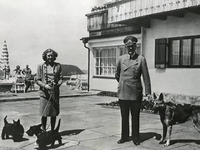 Eva Braunová s Adolfem Hitlerem