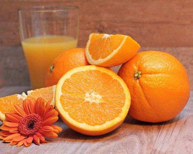 Vitamín C obsahují citrusy.