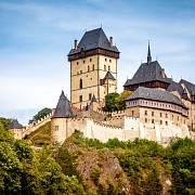Roku 1422 se na Karlštejn sypaly zdechliny a exkrementy.
