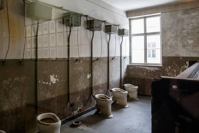 Záchody v Osvětimi