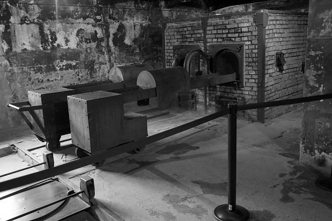 Kremační pece v Osvětimi. V Osvětimi našla smrt 19. října 1944 i Gisi Fleischmannová.