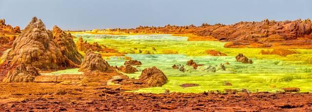 Dallol se nachází na okraji Afarské (Danakilské) prolákliny, kde se země propadá o 116 metrů pod úroveň moře