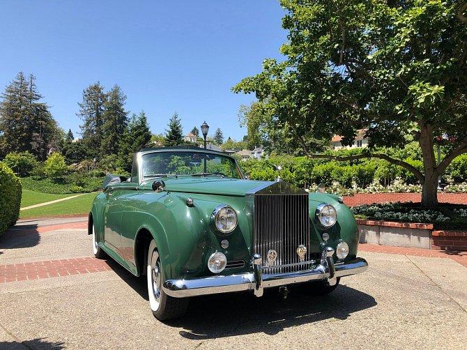 Nedávno se dražil její Rolls Royce.