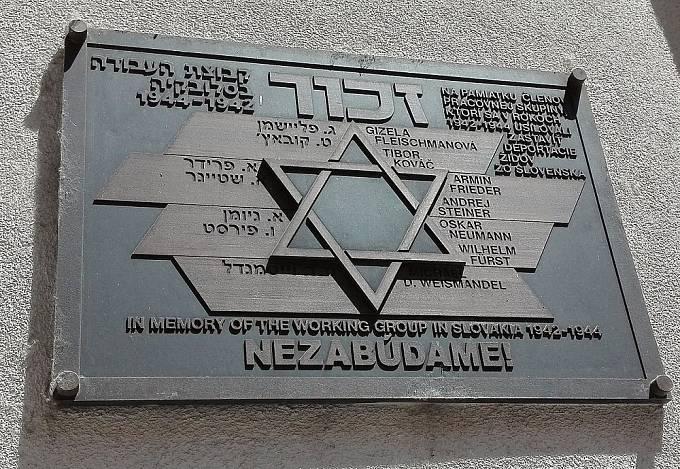 Pamětní deska členů Pracovní skupiny v Kozí ulici v Bratislavě.