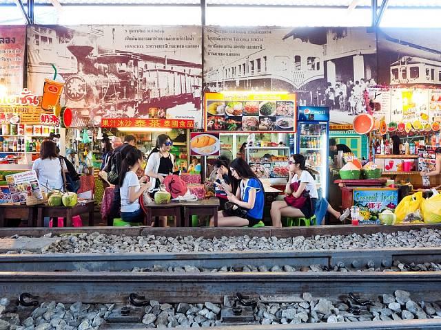 Koleje uprostřed trhu nebo náměstí - to na západě znamená, že vlak nebo tramvaj zde neprojela už několik let