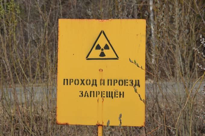 Varovná cedule u jaderné elektrárny Majak, oblast Čeljabinsk