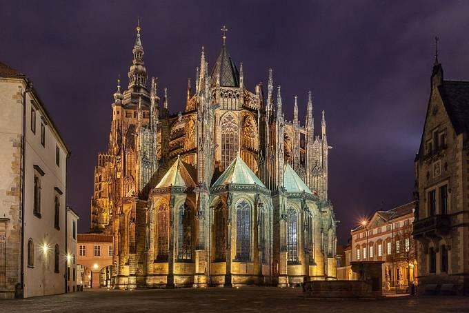 Koruna měla spočívat na lebce sv. Václava ve svatovítské katedrále v Praze.