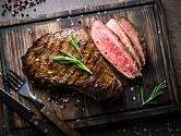 Steak by měl být uvnitř krásně šťavnatý.