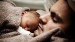 Muži nesmí být u porodu.
