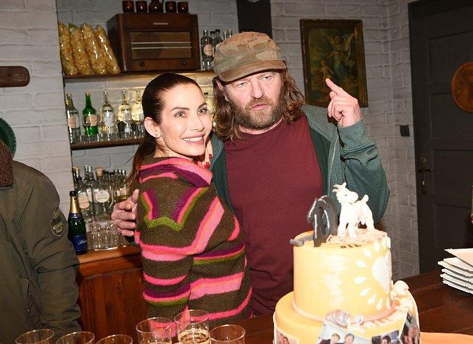 Leoš Noha je hvězdou seriálu Slunečná, kde hraje manžela Evy Decastelo.