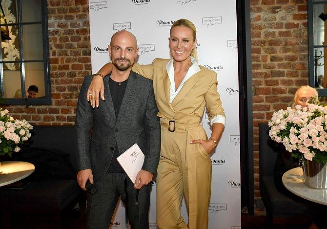 Mezi jeho klienty patří i Simona Krainová.