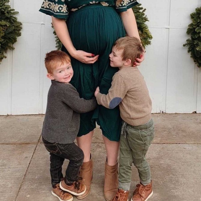 Mackenzie má dva vlastní syny.