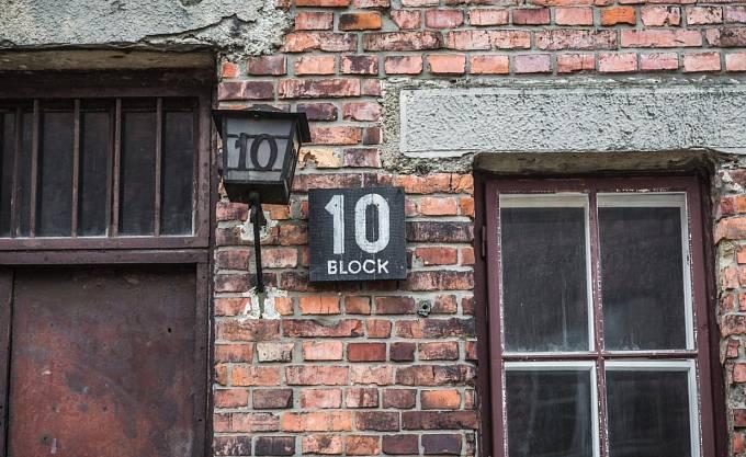 V osvětimském bloku č. 10 probíhaly zrůdné pokusy na lidech.