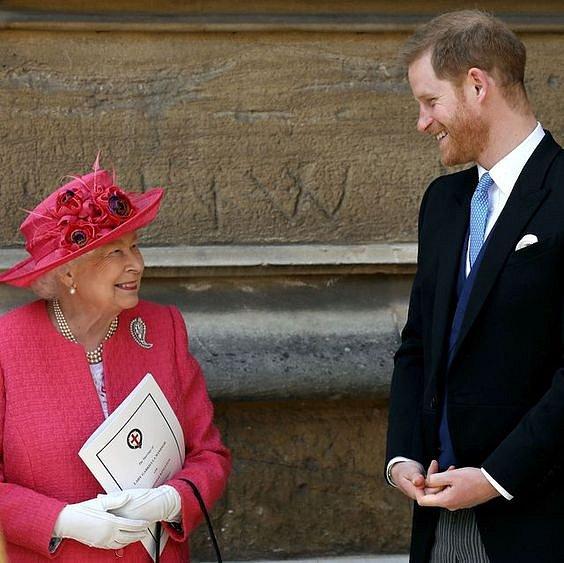 Královna a princ Harry