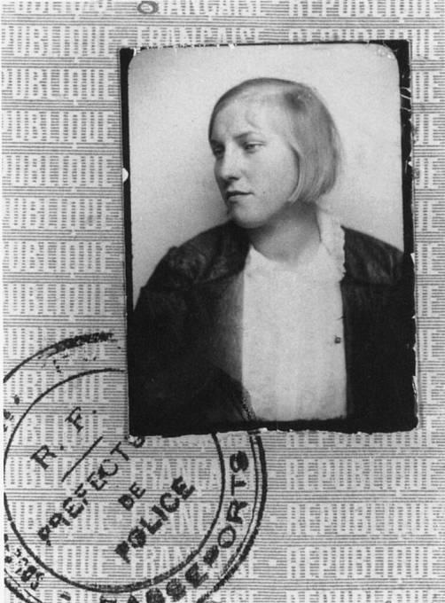 Nejstřeženější milenka Marie-Thérèse Walter, Pablo ji poznal jako sedmnáctiletou, pod jejím vlivem vytvořil nespočetné množství sérií obrazů zasněných žen. Vztah dlouho Picasso pečlivě utajoval, ale když se v září 1935 narodila dcera Maja.