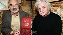 Společně s Ladislavem Smoljakem napsali úspěšné divadelní hry s ústřední postavou Járy Cimrmana.