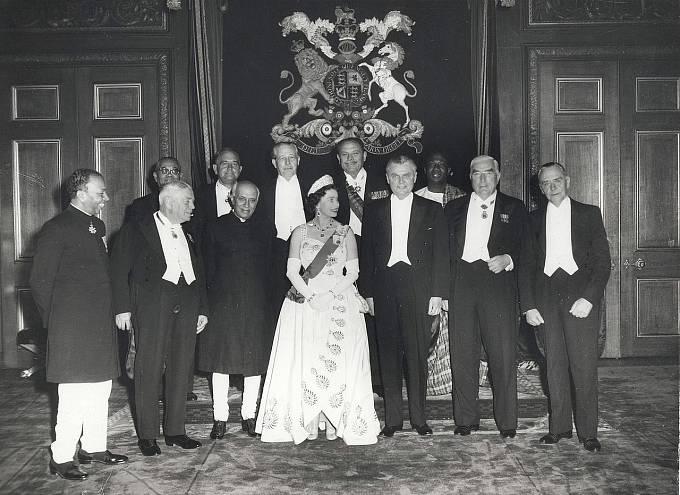 Královna Alžběta II. se zástupci Commonwealthu