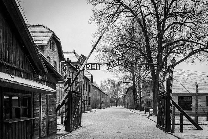 Auschwitz I. – Stammlager (kmenový tábor), hlavní brána.