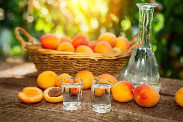 Pálenky z peckovitého ovoce mohou obsahovat karcinogeny.