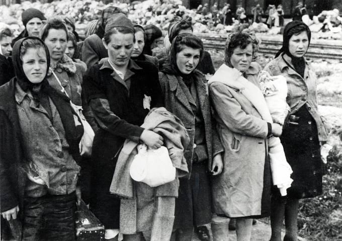 Maďarští Židé přijíždějí do Osvětimi