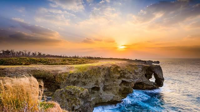 Japonský ostrov Okinawa patří do tzv. modré zóny. Oblasti, ve které žijí lidé mimořádně dlouhým životem