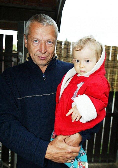 Michal Citavý s vnučkou