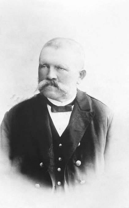"""Adolfův nevlastní bratr Alois ml. popsal svého otce jako někoho, kdo """"neměl žádné přátele, nikoho nepřijal a mohl být velmi bezcitný""""."""
