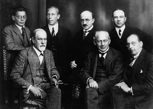 Sigmund Freud (vlevo dole) se svými kolegy