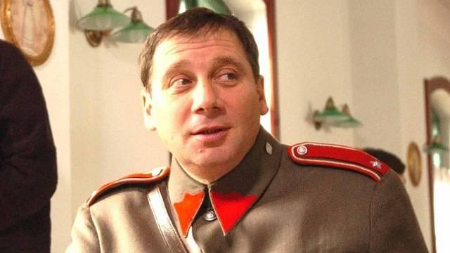 Tomáš Töpfer jako četník Arazím v seriálu Četnické humoresky