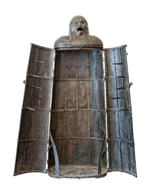 Jistý penězokazec prý zemřel pomalou smrtí v železné panně roku 1515.