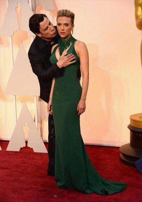 John Travolta se Scarlett Johansson