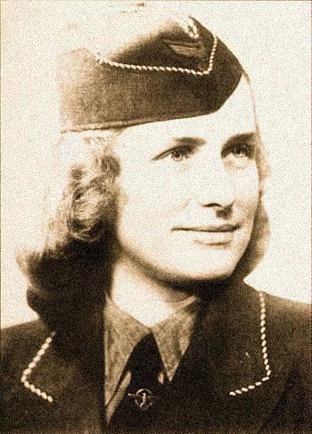 Johanna Langefeld působila jako Aufseherin a Oberaufseherin v nacistických koncentračních táborech v Lichtenburgu, v Ravensbrücku a v Osvětimi. Byla školitelkou Margot Elisabeth Dreschel.