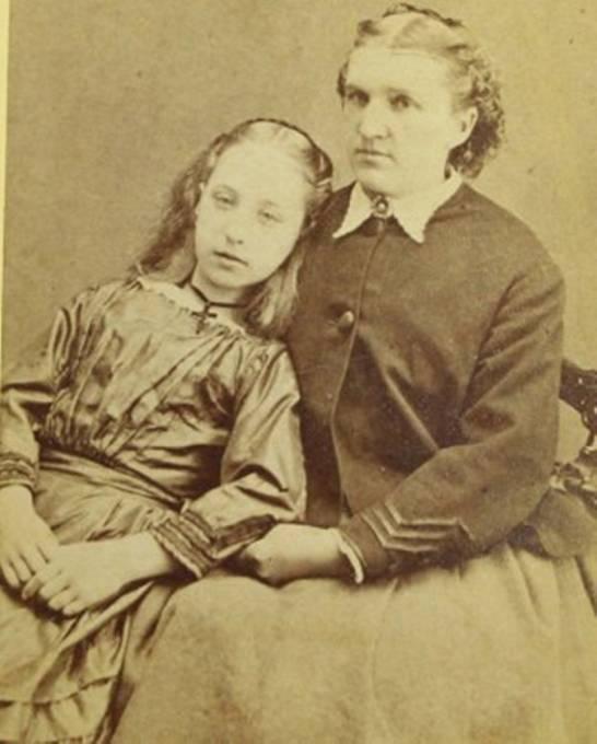Matky se nechaly fotografovat se svými zesnulými dětmi