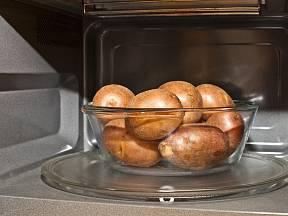Je možné uvařit brambory v mikrovlnce?