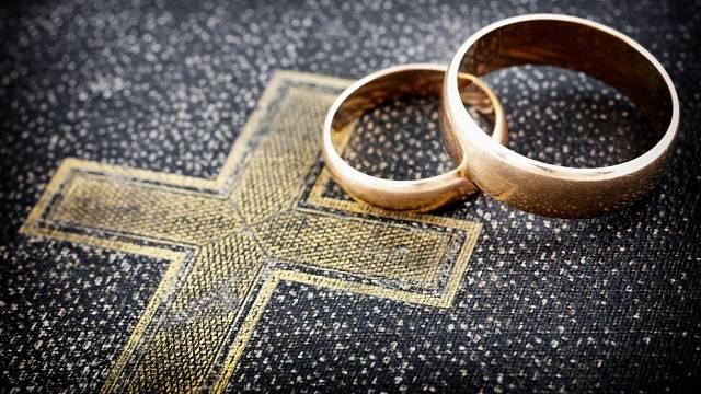 Až do roku 1868 bylo možné se nechat oddat jen v kostele.
